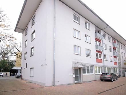 Helle, großzügige 4-Zimmer-Wohnung mit PKW-Stellplatz in zentraler Lage!