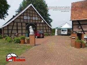 Fachwerk-Anwesen mit Nebengebäuden in Alleinlage
