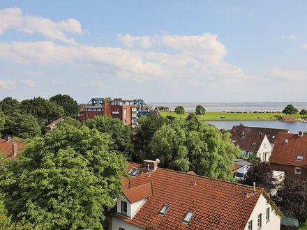 TT Immobilien bietet Ihnen: Kapitänswohnung Nahe Südstrand mit Blick über Hafen, Meer und Innenstadt!
