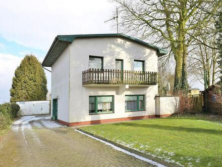 TT Immobilien bietet Ihnen: Preiswertes Wohnhaus mit großem Grundstück in Steinhausen!