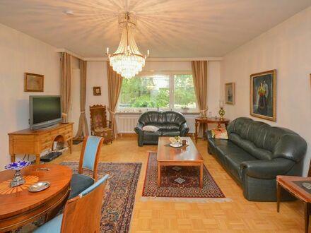 Schön gelegene Eigentumswohnung mit Balkon und zwei Stellplätzen in Blankenese...