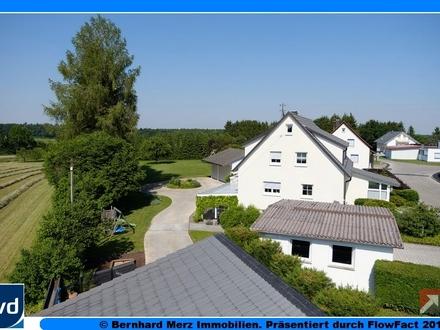 Großzügiges Anwesen in modernem Landhausstil mit mehreren Nebengebäuden