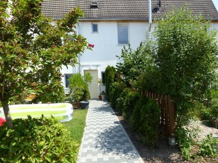 Neuwertiges, beidseitig angebautes, Einfamilienwohnhaus in schöner Wohnlage