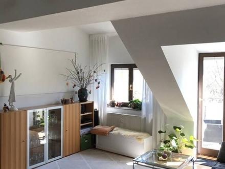 Wunderschöne Dachgeschoß auf dem Kaßberg mit Lift und Balkon
