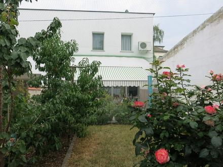 MFH mit 4 niveauvollen Wohneinheiten und Stadtgarten, Garagen, +Gewerbe möglich