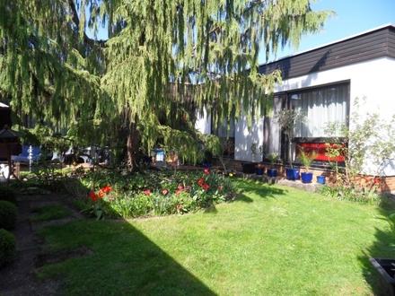 Hübscher Winkel-Bungalow mit Doppelgarage in bevorzugter Wohnlage in Crailsheim