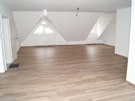 Traumhafte DG Wohnung mit einzigartigem Raumgefühl!!! Virtuelle Besichtigung möglich!