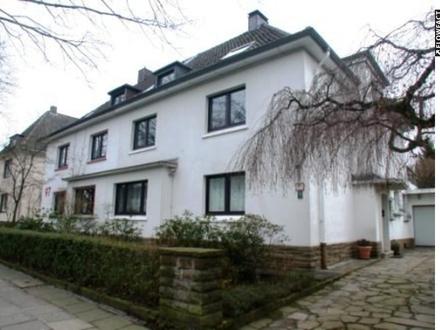 Modernisierte helle Dachgeschoss-Wohnung mit Galeriegeschoss in der Gartenstadt