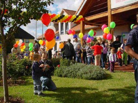 998.000,- für 2 8 0 qm grundlegend renoviertes DREI- Familien- HAUS mit zwei FREIEN Wohnungen