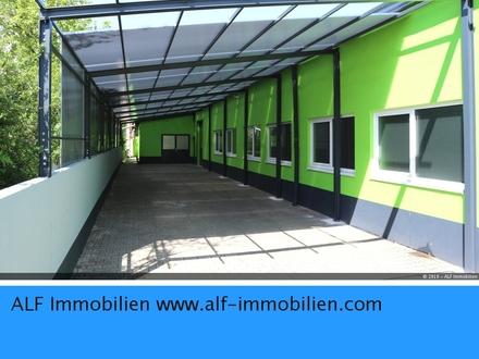 Lagerhalle (Kalthalle) mit überdachter Freifläche in Gewerbegebiet