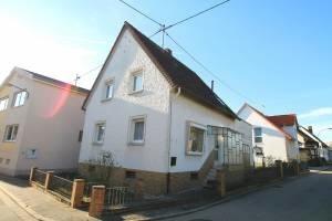 Gepflegtes Einfamilienhaus in Landau-Nussdorf
