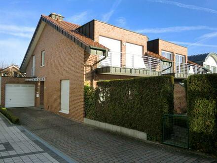 frei, top Doppelhaushälfte mit zwei Terrasse, Garten und gr. Garage. Bj.2000