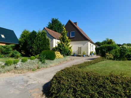 Kleines, solides Haus mit großem Garten in 24860 Böklund