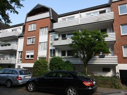 Ruhig, aber trotzdem zentral gelegen - Hochparterre mit zwei Balkonen!