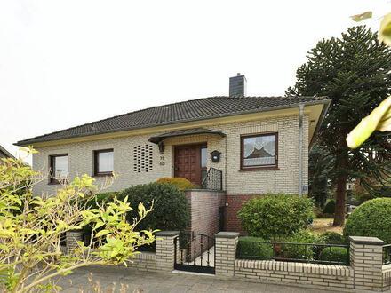 TT Immobilien bietet Ihnen: Repräsentativer Walmdachbungalow mit Garage und Vollkeller im Wiesenhof!