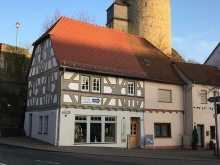 Attraktives Ladenlokal in einem denkmalgeschützten Fachwerkhaus in Idstein