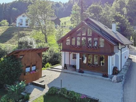 RUHELAGE: Nettes Einfamilienhaus mit großem Grundstück in Pinsdorf!!