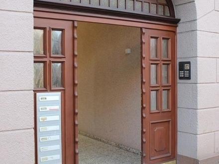 5587 - Gepflegte 1-Zimmer-Whg. mit EBK im 1. OG / Krüselstraße