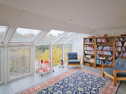 Zum Verlieben: Individuell gestaltete Maisonettewohnung mit großer Terrasse und Stellplatz