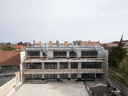 Exklusive und helle Dachgeschoßwohnung in idyllischer Anlage