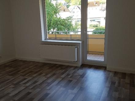 Sehr schöne modernisierte 3 ZKB Wohnung mit Balkon