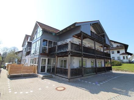 Mehrfamilienhaus im Ortszentrum von Schonstett