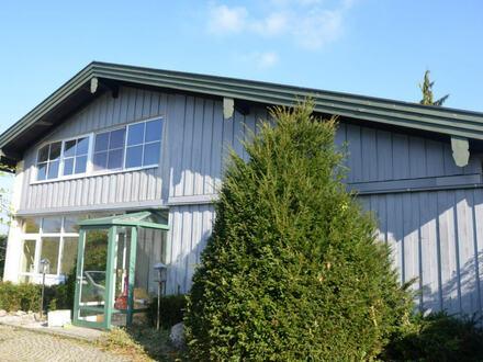 Wohnen und Arbeiten im Grünen - Landhaus mit Nebengebäude