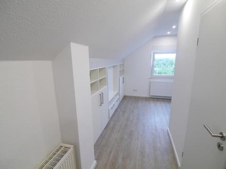 Erstbezug - Top DG-Apartment mit Einbaumöblierung
