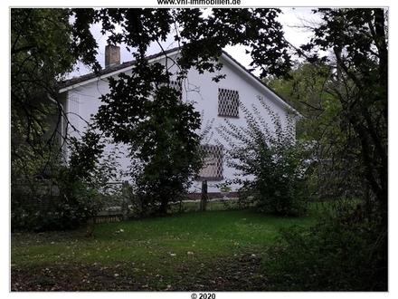 Villa im Dornröschenschlaf- mit Park u. Gebäuden, sanierungsbedürftig, sucht SIE
