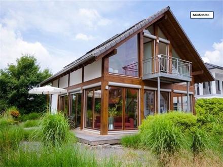 Zwangsversteigerung Einfamilienhaus in 75015 Bretten, Pabstberg