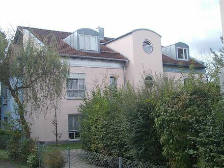 *Attraktive, moderne, sehr großzügige Dachgeschoss-Wohnung im nördl. Stadtbereich von Rosenheim*