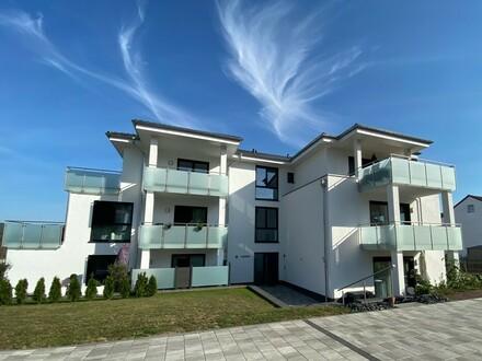 Zur Miete: Helle und stilvolle 4-Zi.-Neubauwohnung mit Balkon