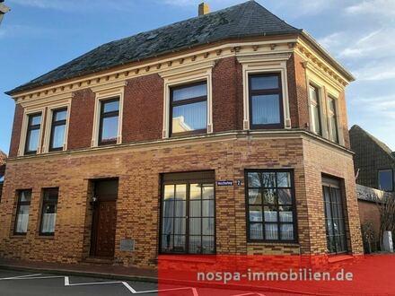 Historisches Stadthaus mit Innenhof mitten im alten Stadtkern der Hafenstadt Tönning