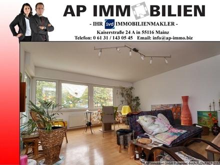 *PROVISIONSFREI FÜR DEN KÄUFER* - 2 Zimmerwohnung mit EBK, Balkon und Garage *ERGESCHOSSKNALLER*