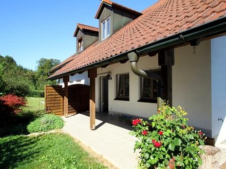 Renovierte Doppelhaushälfte mit 4 Zimmern, Kachelofen, sonnigem Garten, in Viecht