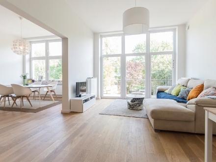 Stilvolle Altbau-Wohnung mit Balkon in besonders begehrter Lage