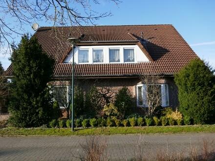 Doppelhaus mit Garagen in Surwold