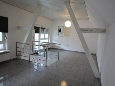 Schnuckelige Maisonette-Wohnung mit Terrasse und Gartenanteil