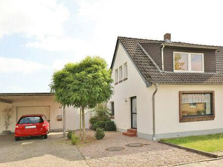 TT Immobilien bietet Ihnen: Doppelhaushälfte in Himmelreich mit 2 Garagen und viel Nebenfläche!