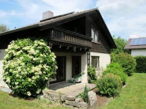 ...schönes großes solides Haus in ruhigster Lage m. eingewachsenen Garten u. Garage