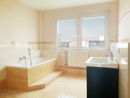 Geräumige 3-Raum-Wohnung mit Tageslichtbad und offener Küche
