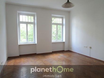 Wohnzimmer, separate Küche, großer Vorraum