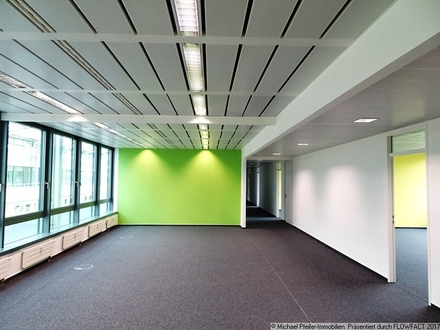 Blick ins Büro 5 und Zugang Mietbereich 2