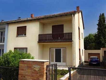 Baujahr: 1960/ 1961  In diesem 1-2 Familienhaus als Doppelhaushälfte leben...