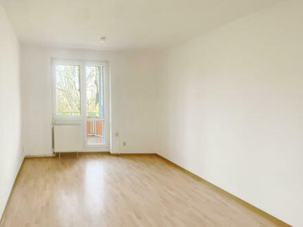 2 Zimmer Wohnung mit Blick ins Grüne. Auf Wunsch mit Einbauküche.