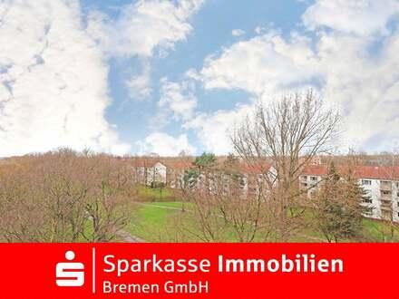 Schöne 2-Zimmer-Eigentumswohnung mit Fahrstuhl, tollem Weitblick, großer Loggia und kl. Balkon