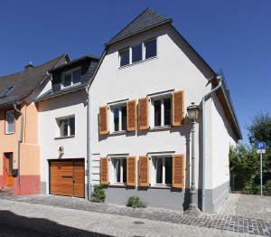 Schmuckstück - 1-Fam.-Haus mit Einliegerwohnung in Walluf