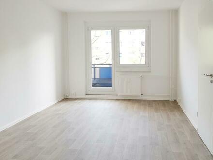 Hereinspaziert und wohgefühlt* 2-Raum-Wohnung mit Balkon und Aufzug!