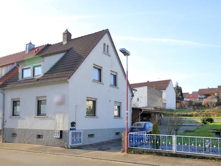 Sanierungsbedürftiges Einfamilienhaus mit großem Hof und Garten zur weiteren Bebauung