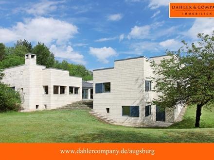 Architektenvilla mit Atrium auf ca. 13.000 m² uneinsehbarem Grund!